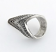Vintage Alloy Zircon Triangle Pattern Ring