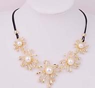 2015 Fashion Irregular Flowers Diamond Pearl Ladies Leather Rope Short Necklace