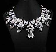 colar jóia branca das mulheres