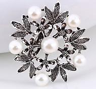 Vintage Elegant Pearl Alloy Hollow Flower Brooch