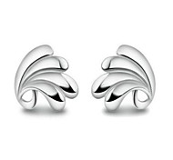 Women's Fashion Silver Heart Shaped Earrings Retro Classic Silver Plated Platinum Earrings