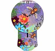fundo roxo retro padrão floral redonda de madeira relógio de parede