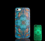 resplandor patrón azteca en la cubierta oscura para el iphone 4 / iphone 4 s