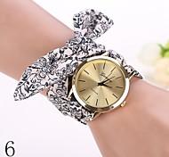 2015 neue Mode-Uhren Frauen kleiden Uhr Armbanduhr Mädchen Bogen Stoffstreifen Nationalität