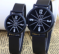 Couple's Fashion And  Casual Style Round Dial Black Rubber Band Quartz Wrist Watch Cool Watches Unique Watches