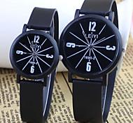Mode de couple et un style décontracté cadran rond en caoutchouc noir montre-bracelet à quartz bande