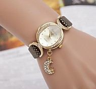Woman's Watch Korean Fashion Ladies Ladies Oval Dial Bracelet Watch Moon Star Pendant Ladies Quartz Watch