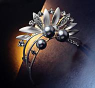 folhas de marcas de luxo broche de flor de pérola