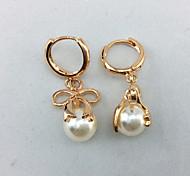 Women's fashion pearl earring