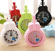 relógio criativo de plástico mini-violino agulha de mesa de quartzo de alarme (cor aleatória)