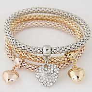 Női Elbűvölő karkötők Strassz utánzat Diamond Ötvözet minimalista stílusú Divat Heart Shape Szivárvány Ékszerek 1set
