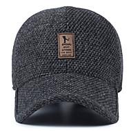 Μεσαίο ηλικίας άνδρας μαλλί καπέλο χειμώνα υπαίθριο κάλυμμα μπέιζμπολ αυτί