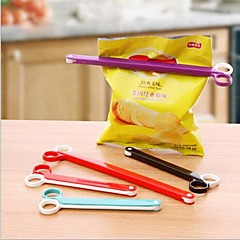 Scissors Shape Sealing Clip,Plastic 17.5×1.5×1.3 CM(6.9×0.6×0.6 INCH) Random Color