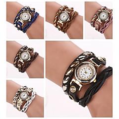 Women's Roundness  Dial Diamate Oval Rivet Band Quartz Analog Fashion Bracelet Watch (Assorted Color)C&D290