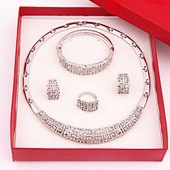 Dames Sieraden Set Bergkristal Modieus Luxe Sieraden Kostuum juwelen Verguld Gesimuleerde diamant Legering Kettingen Oorbellen Ringen