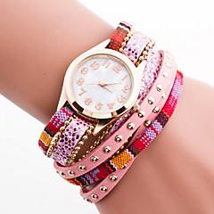 bohème en cuir de cristal de style des femmes avec la bande de rivet boîtier blanc bracelet à quartz analogique montre de mode