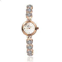 FEMME新しいクォーツ時計の女性の女性のファッションの手首ブレスレット時計クロッククォーツがかっこいい時計ユニークな時計を腕時計